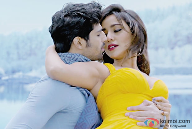 Aashim Gulati and Neha Sharma in a Dekh Lena song still from Tum Bin 2
