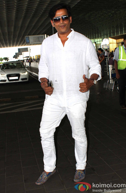 Ravi Kishan Spotted at Airport
