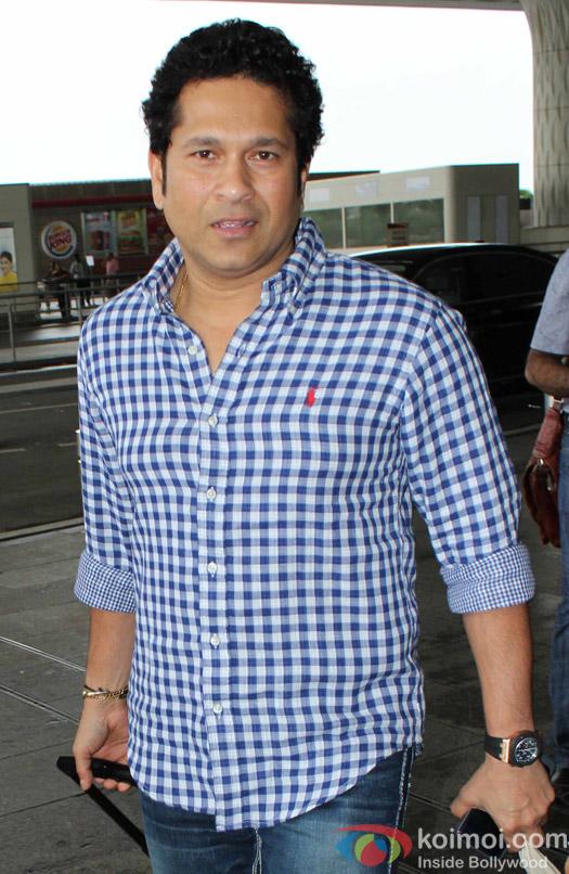 Sachin Tendulkar Spotted at Airport