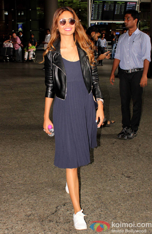 Esha Gupta spotted at Airport