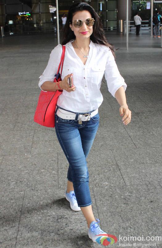 Amisha Patel spotted at Airport