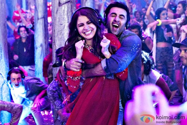 The Break Up Song New Still   Ranbir Kapoor And Anushka Sharma Get Candidly Clicked