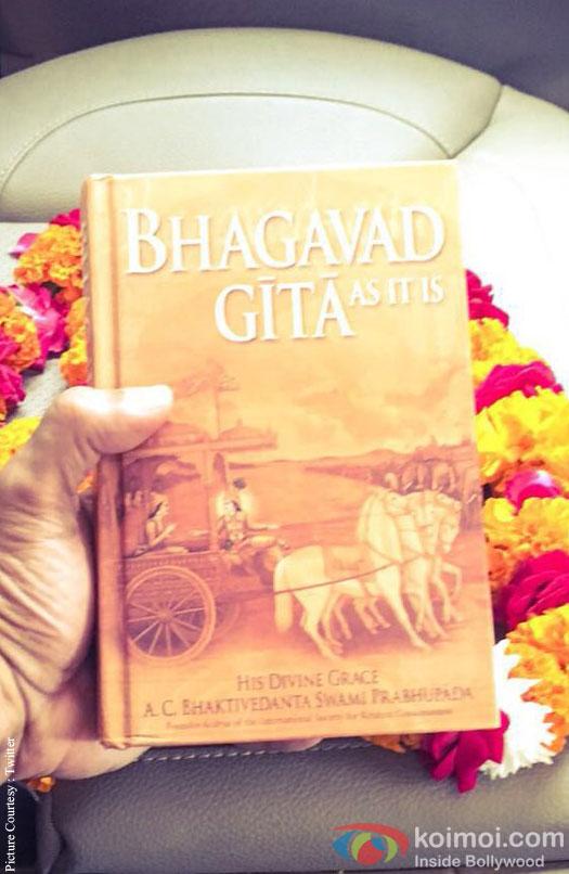Akshay Kumar gets Bhagvad Gita as gift