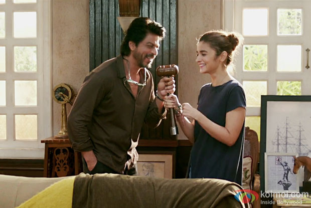 Dear Zindagi Teaser 3 | Alia Bhatt Is Sick Of Romantic Couples!