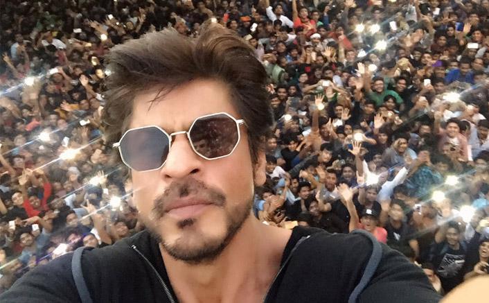 Fans gather outside Mannat for SRK's 51st birthday