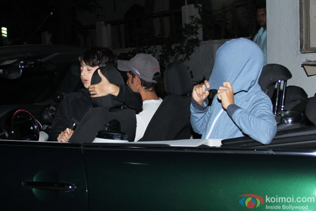Hrithik Roshan with spotted Kids at Juhu