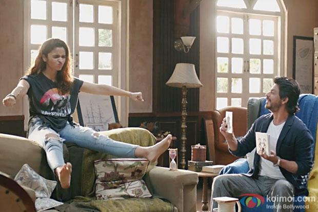Alia Bhatt and Shah Rukh Khan in a Love You Zindagi song still from Dear Zindagi