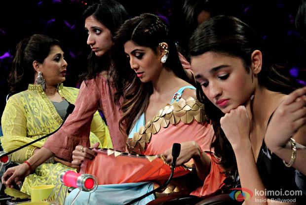 Ali Bhatt promoting Dear Zindgi on the sets of Super Dancers