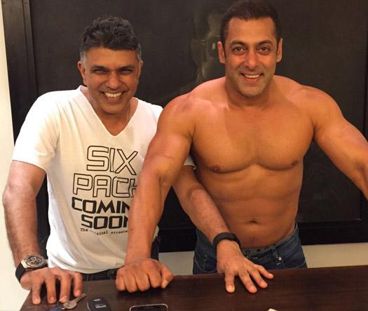 Salman Promotes Shah Rukh Khan's Dear Zindagi In A Unique Way!