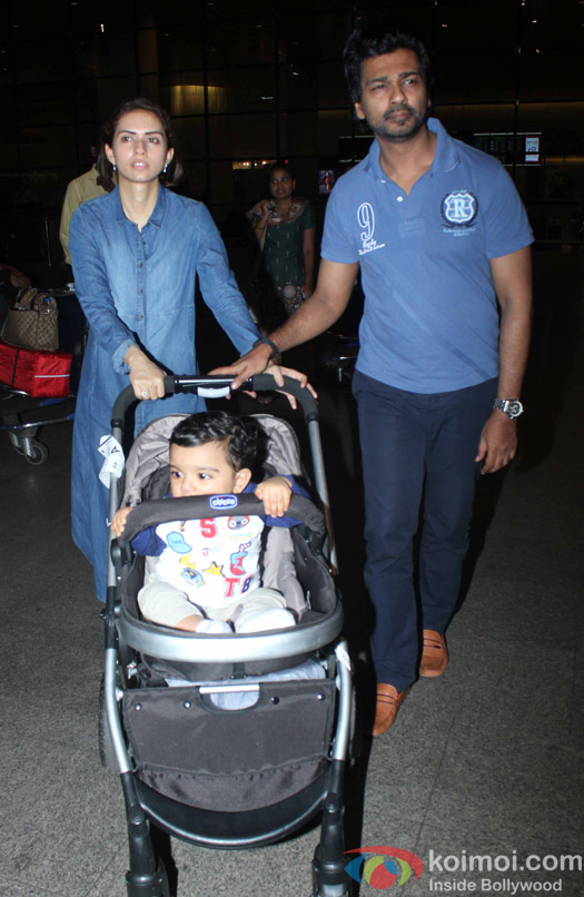 Nikhil Dwivedi along with family Spotted at Airport