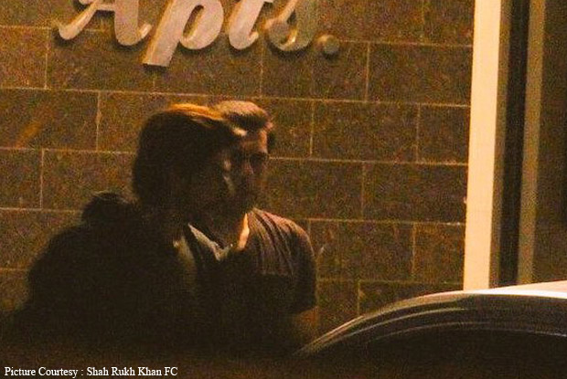Shah Rukh Khan spotted at Salman Khan's House