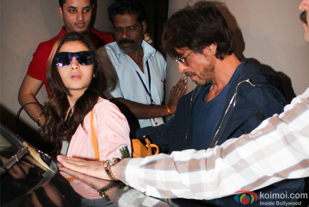Alia bhatt and Shah Rukh Khan spotted at Airport