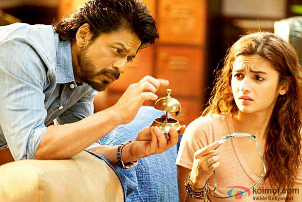 Shah Rukh Khan and Alia Bhatt in a still from Dear Zindagi