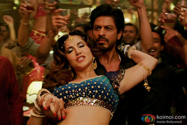 Hottie Sunny Leone Sizzles In Laila Main Laila Song With SRK | Raees