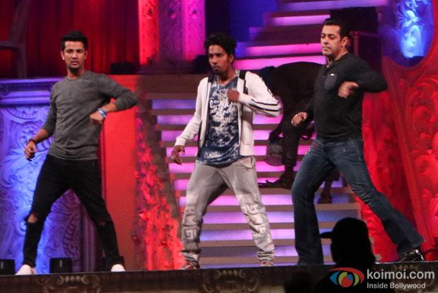 Salman Khan rehearsing at BKC for the screen awards