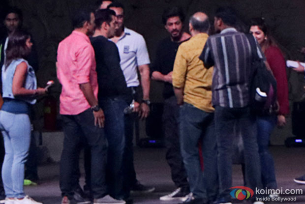 Salman Khan and Shah Rukh Khan were seen rehearsing together at BKC for the screen awards