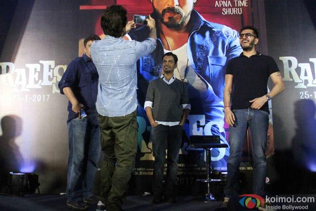 Shah Rukh Khan, nawazuddin Siddiqui and Rahul Dholakia during the Trailer launch of Raees