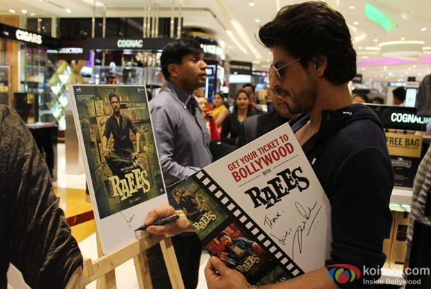 Shah Rukh Khan meets Raees at the Mumbai Duty Free Store