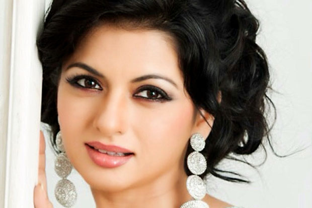 Salman's Maine Pyar Kiya Co-Star Bhagyashree Booked In Hit-And-Run Case, Accuses Victim Of Extortion