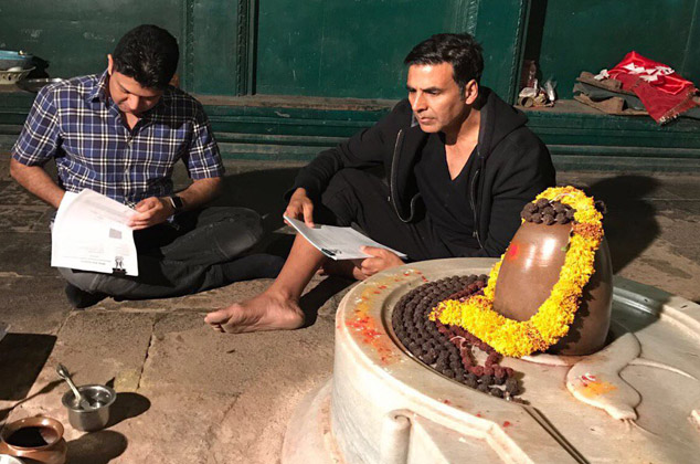 Bhushan Kumar - Akshay Kumar sign Mogul in a Lord Shiva temple