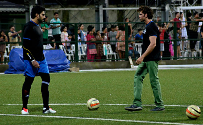 Hritik Roshan and Abhishek Bachchan play football with 6000 children in Ahmedabad