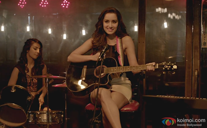 "Shraddha Kapoor sings a heart-wrenching reprise of ""Phir Bhi Tumko Chahunga"""