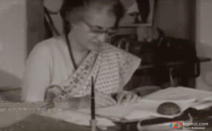 Indira Gandhi signing the Emergency pact