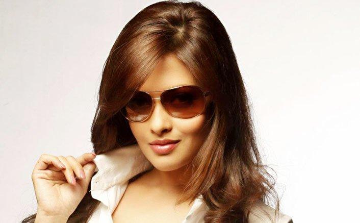 Riya Sen to sizzle in ALTBalaji's new show RAGINI MMS 2.2
