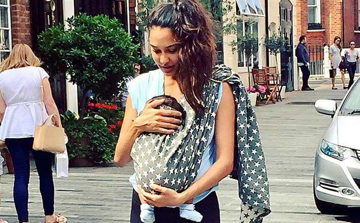 Lisa Haydon makes a point with breastfeeding photo