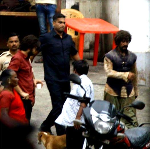 Aamir Khan's Rugged Look From The Sets OF Thugs Of Hindostan Goes Viral. CHECK IT OUT!!!