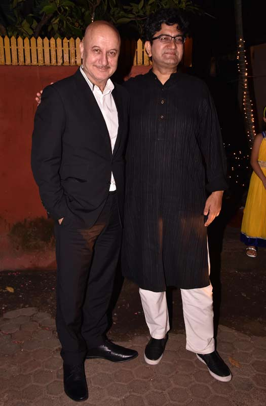 Shabana Azmi And Javed Akhtar's Diwali Bash Looked Star-Studded