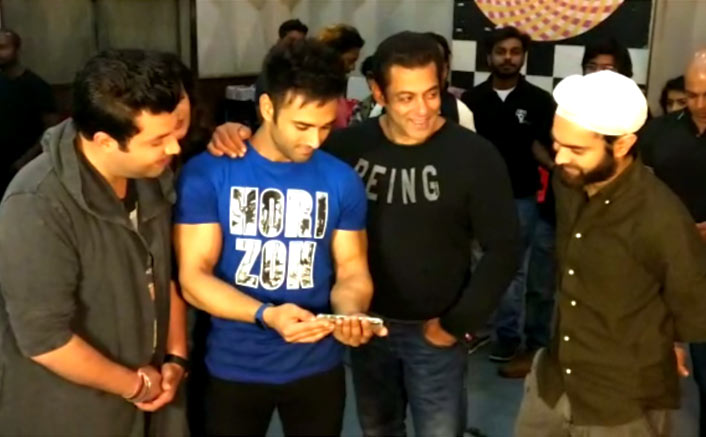 Salman Khan gives a thumbs up to 'Tu Mera Bhai Nahi' from 'Fukrey Returns'