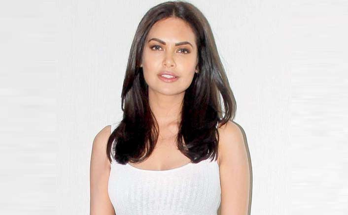 Esha Gupta Joins Jp Dutta's Paltan Bandwagon