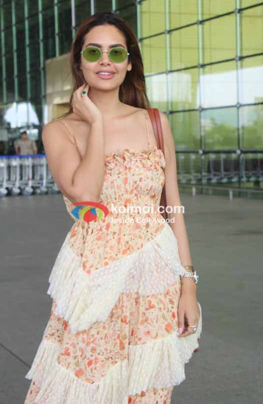 Esha Gupta at airport