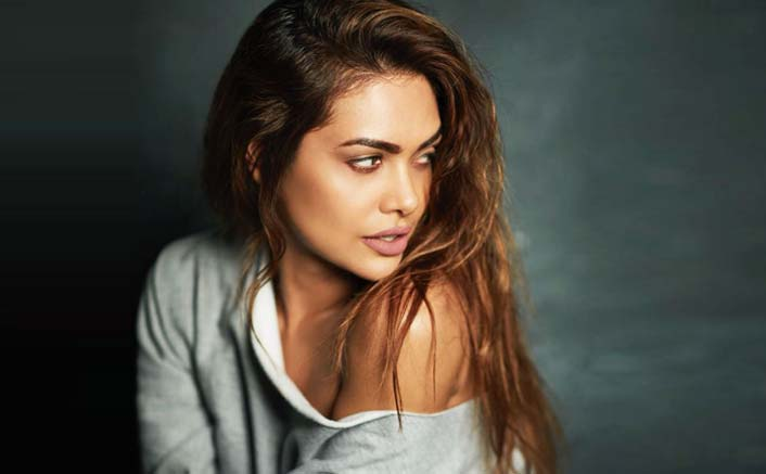 """Why Can't A Brown Skin Woman Be Beautiful?"": Esha Gupta"