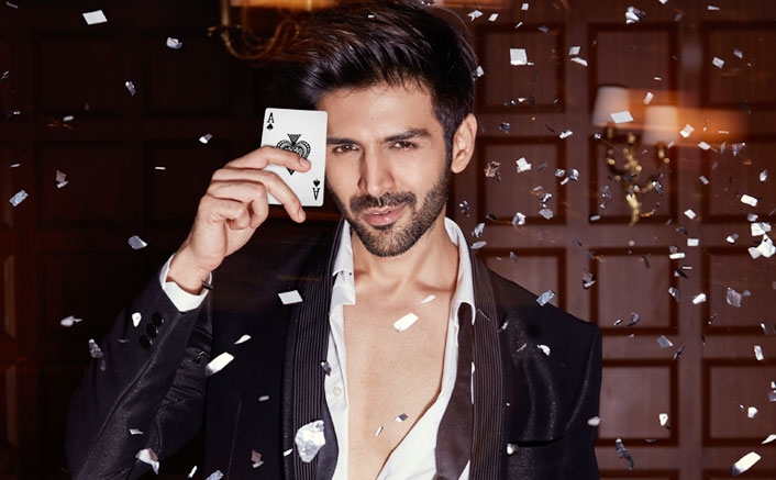 Kartik Aaryan Makes His Debut As A Stage Host with IIFA!!