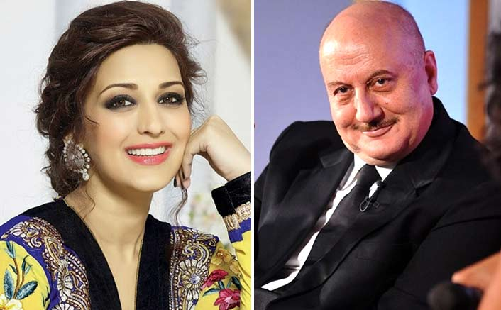 I make sure to create positive vibes around Sonali: Anupam Kher