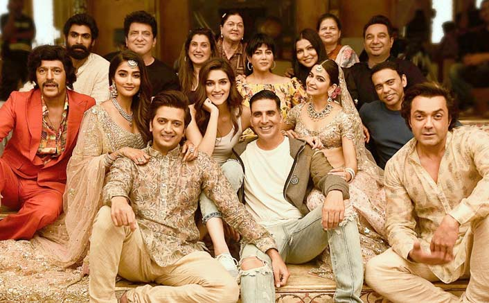 Housefull 4 team poses for a happy picture post wrap!