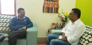 Actor Prakash Raj meets Kejriwal
