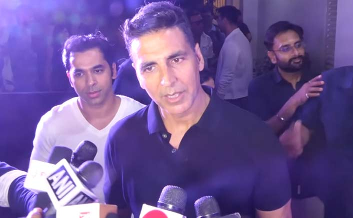 Akshay Kumar's Video Of Ignoring A 'Voting' Question Is Going VIRAL!