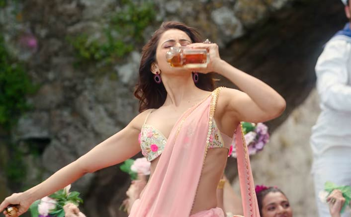 CBFC Asks De De Pyaar De Team To Replace Booze In Rakul Preet's Hand With Flowers