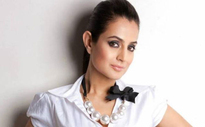 MP Court Issues A Summons Against Ameesha Patel In A Cheating Case