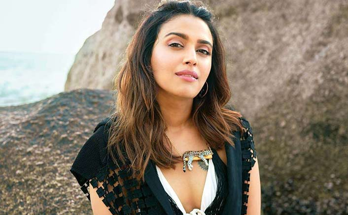 "Swara Bhasker Slams Hindu Extremists For Trolling Her Over ""Mughals Made India Rich"" Post!"