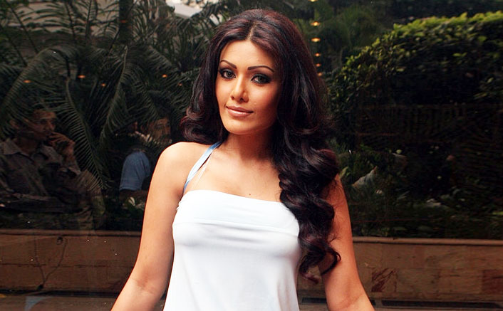 Koena Mitra Sentenced For A Six Month Jail In A Cheque Bouncing Case!