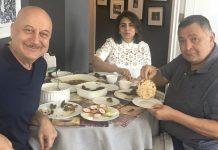 Rishi Kapoor Enjoys 'Aate Ka Phulka' With Anupam Kher In New York