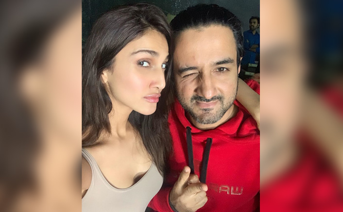Vaani Kapoor Wishes Her War 'Captain' Siddharth Anand For Birthday With A Quirky Selfie!