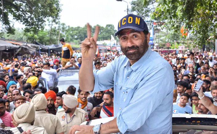"BJP's Star Campaigner Sunny Deol & His Iconic ""Hindustan Zindabad Tha, Hai Aur Rahega"" Are Boosting The Election Mood"