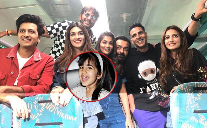 Housefull 4 Express: Akshay Kumar's Little Munchkin Nitara Excitedly Accompanies Daddy On The 17 Hour Long Journey
