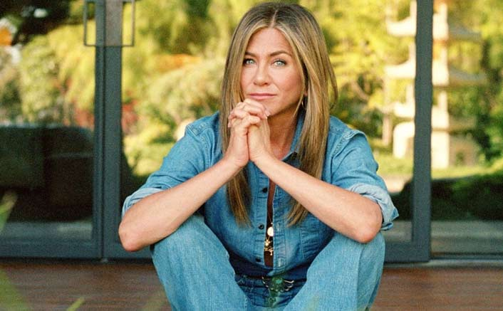 FRIENDS Star Jennifer Aniston Scares The Hell Out Of Fans At The Central Perk; See HILARIOUS Video