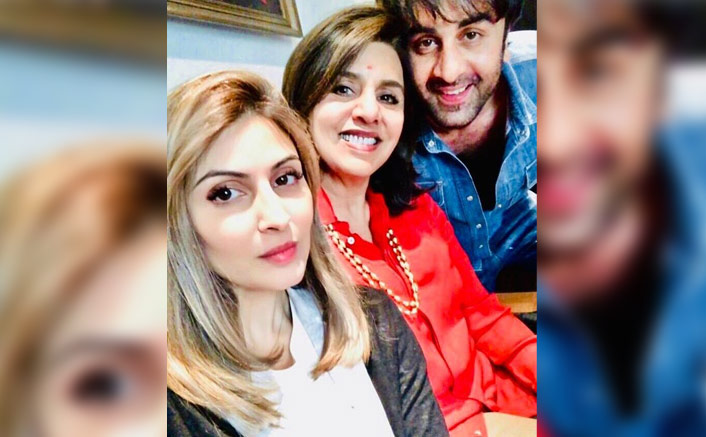 Ranbir Kapoor Flaunts His Million Dollar Smile In This Pic With Neetu Kapoor & Riddhima Kapoor Sahmi